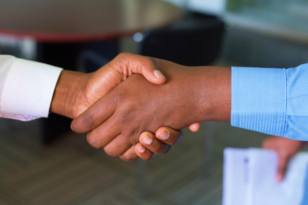 hand shake agreement deal | Productivity Tips Every Commercial Real Estate Broker Should Follow | productivity tips