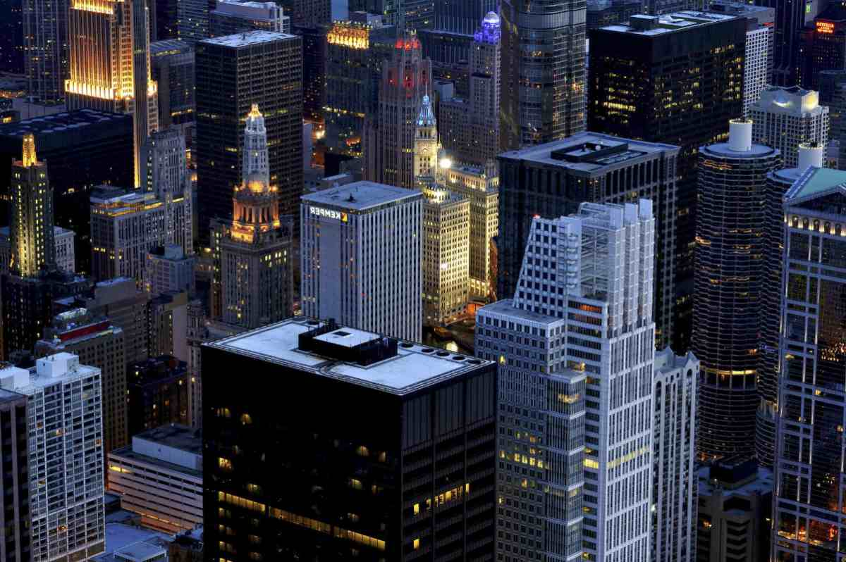 chicago IL buildings | Biggest Reasons People Pursue Commercial Real Estate Careers